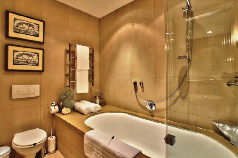 pembroke G10 bathroom