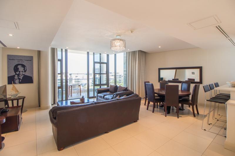 three bedroom apartments lounge