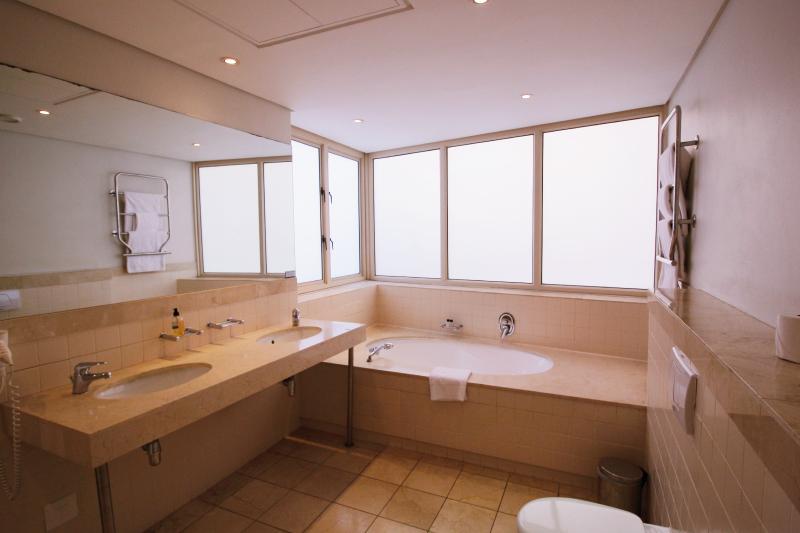 penrith 001 bathroom
